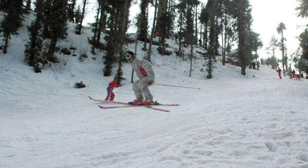 Kufri skiing Shimla