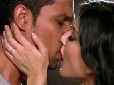 Randeep Hooda Sunny Leone kiss Jism2