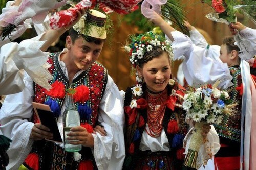 Romania weddings costumes